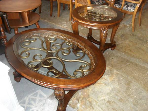 Gorgeous Ashley Furniture Norcastle Oval Coffee Table End Table Set 275 Quality Used